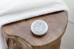 2019_REMOTE_Auto_PEBBLE_Detail-WoodTable-Towel